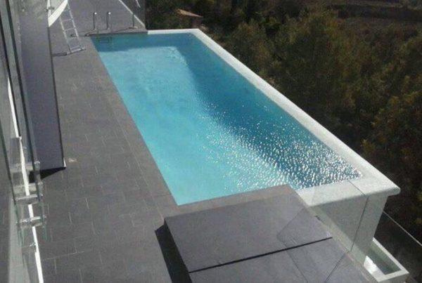 Double piscine à débordement avec effet miroir