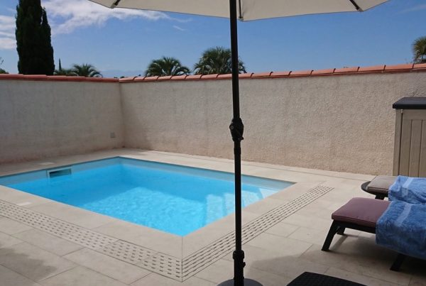 Fabricant piscine coque polyester 66