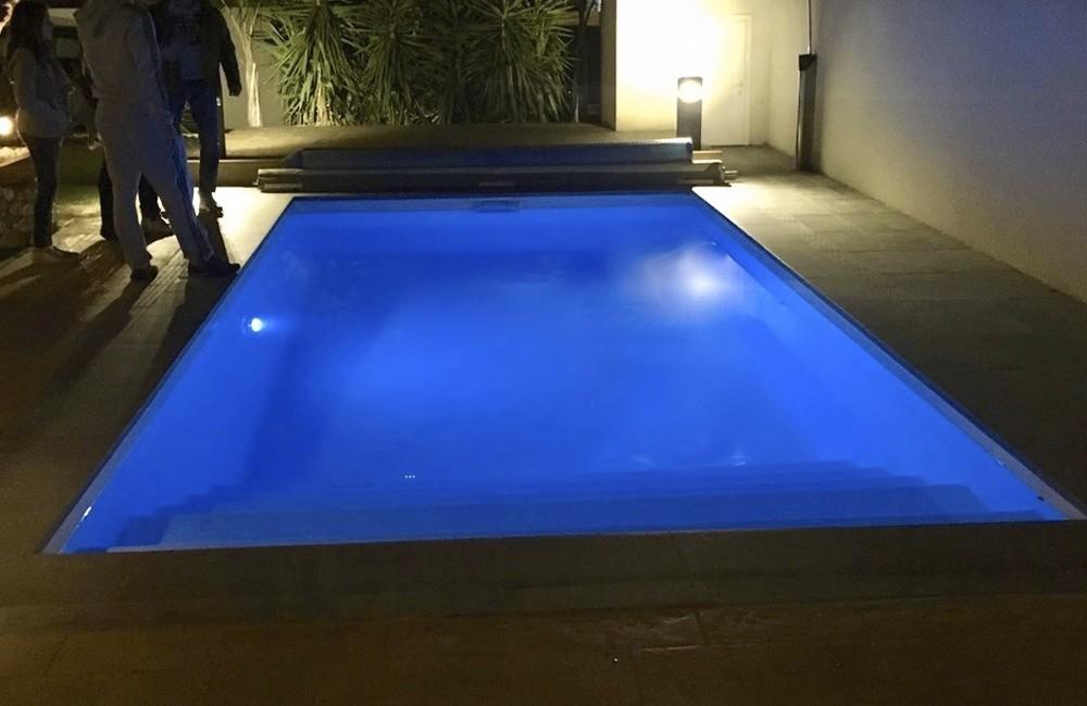 Installation piscine avec bâche à barres