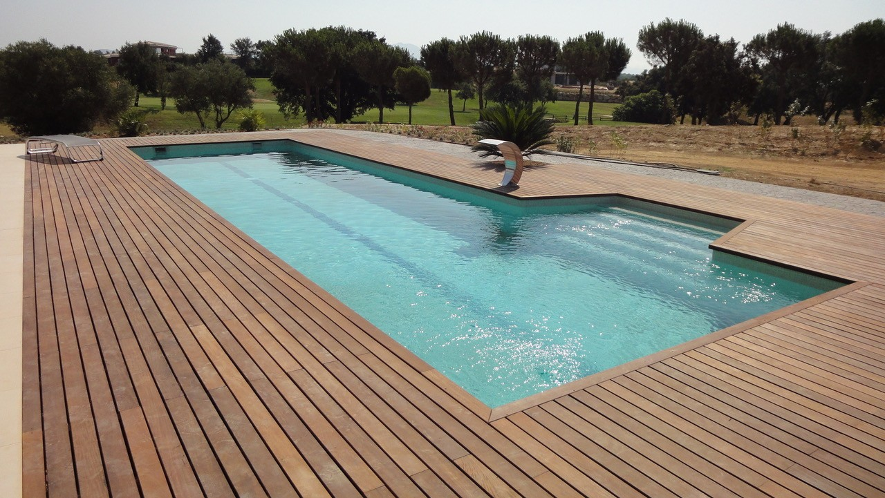 Piscine b ton couloir de nage la piscine grand mod le for Piscine beton banche