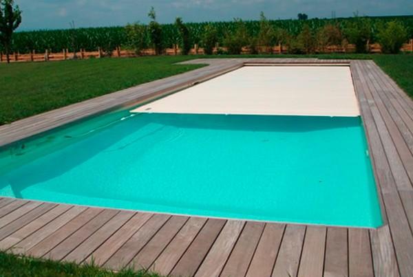 Déroulement d'un volet automatique immergé pour piscine