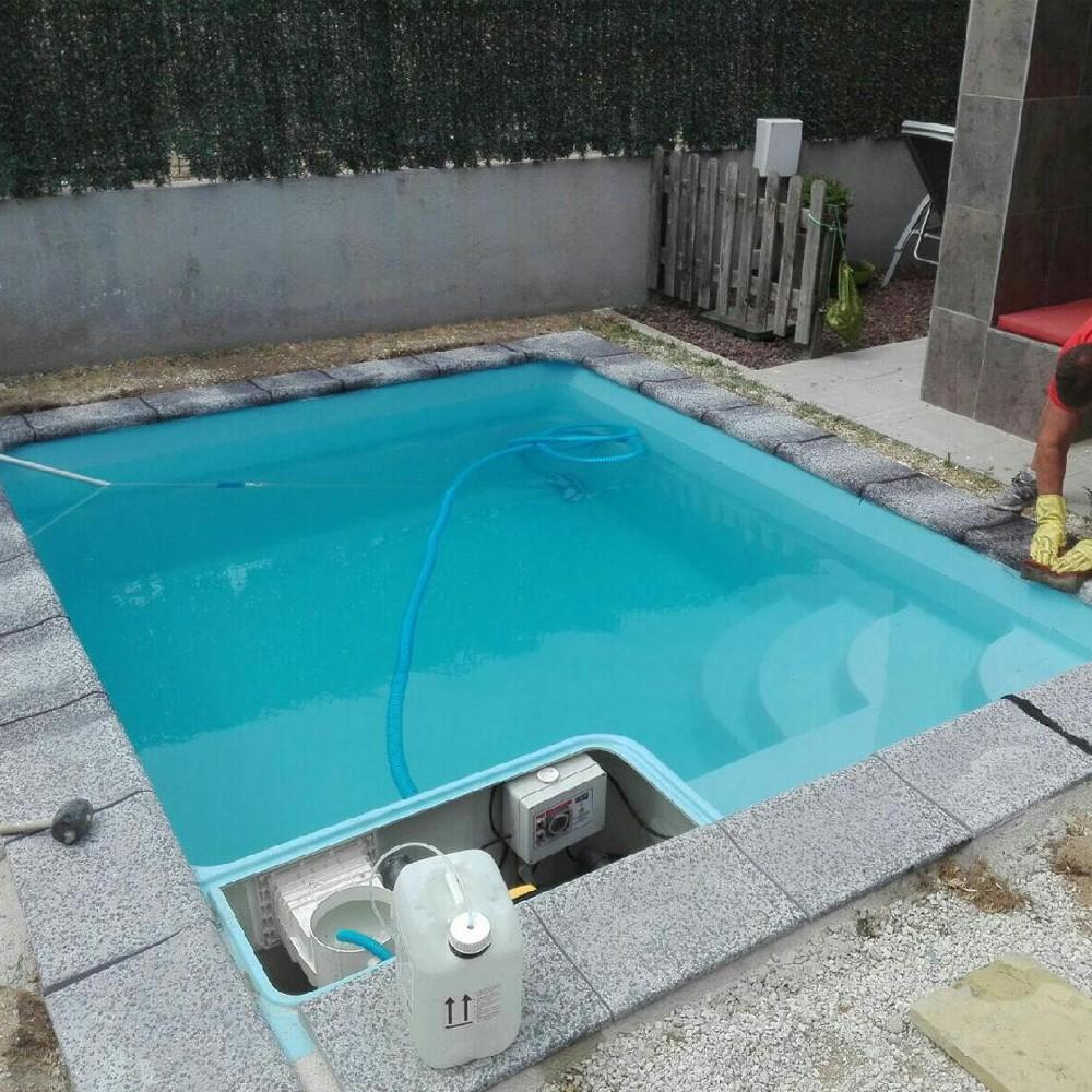 mini piscine citadine mille et une piscines. Black Bedroom Furniture Sets. Home Design Ideas
